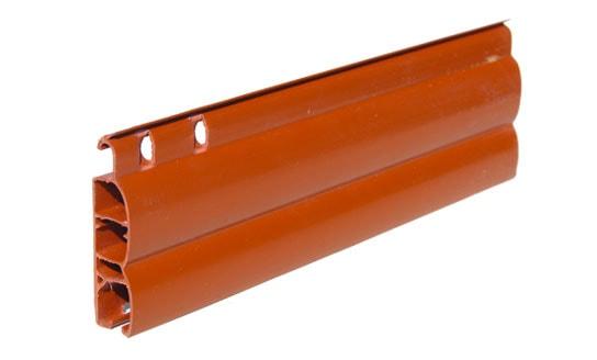Tapparella in plastica Capri Sezione mm 14×45 Peso Kg. 5,5/mq. ca. Optional: movimentazione a motore