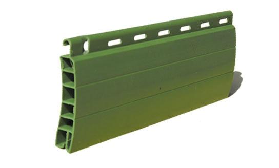 Tapparella in plastica Comoda Sezione mm 13×55 Peso Kg. 4,5/mq. ca. Optional: movimentazione a motore